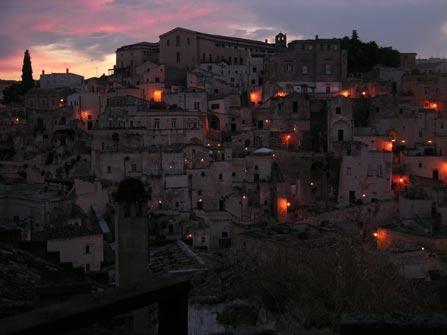 Vista nocturna de Matera