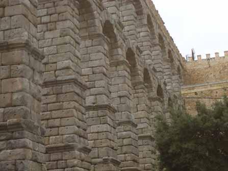 Vista lateral del acueducto
