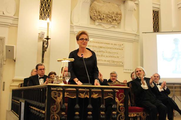 Carmen Giménez lee su discurso de ingreso en la Real Academia de Bellas Artes de San Fernando