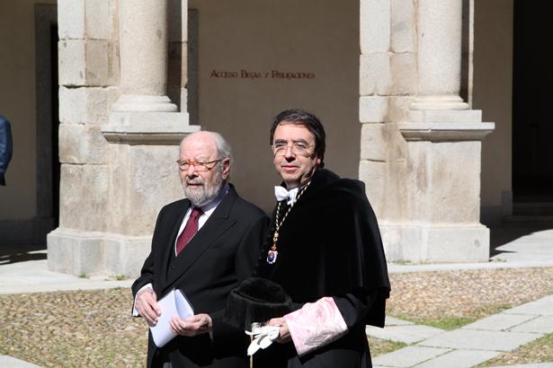 S.A.R. el Príncipe de Asturias entrega el Premio Cervantes 2012 a José Manuel Caballero Bonald