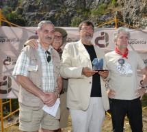 """La Fundación Atapuerca entrega los """"Premios Evolución"""" 2013 a Trinidad de Torres y al Grupo Espeleológico Edelweiss"""