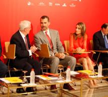 Los Príncipes de Asturias presiden una sesión de trabajo con todos los directores del Instituto Cervantes