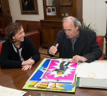 El dibujante y escenógrafo, Joan Guillén, dona parte de su archivo personal a la BNE