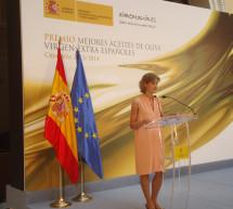"""Isabel García Tejerina entrega los premios """"Mejores Aceites de Oliva Virgen Extra Españoles de la campaña 2013 – 2014"""""""