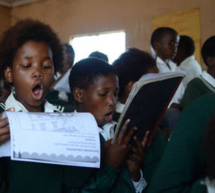 Según la UNESCO el número de niños sin escolarizar en el mundo no logra reducirse