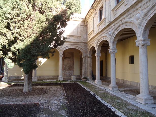 Universidad de Alcalá (UAH). Patio interior. Foto: © patrimonioactual.com