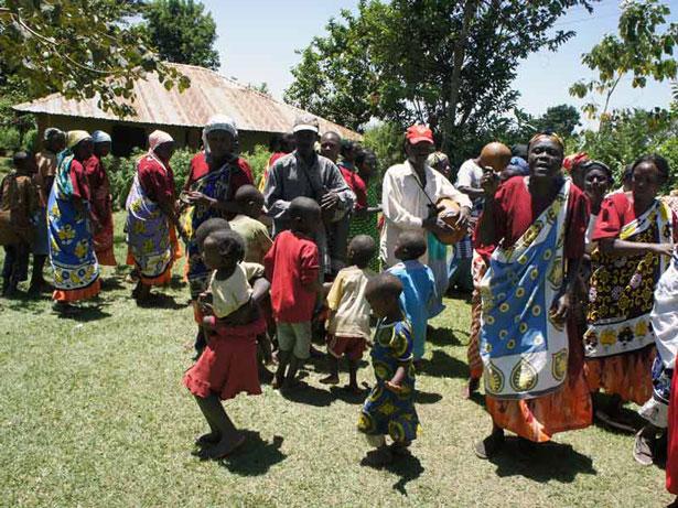 UNESCO Foto: © Department of Culture, 2013, Isukuti dance of Isukha and Idakho communities of Western Kenya