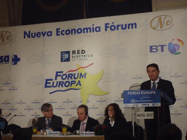 Taleb Rifai, Secretario General de la OMT. A la izquierda sentado, Ignacio Ybañez Rubio, Secretario de Estado de Asuntos Exteriores. Foto: © patrimonioactual.com