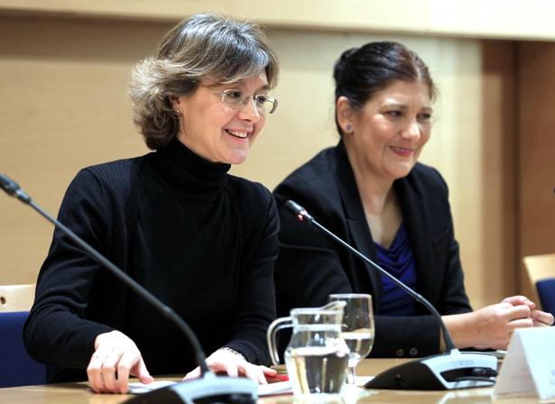 Isabel García Tejerina, ministra de Agricultura, Alimentación y Medio Ambiente de España, presentando el Proyecto del Clima