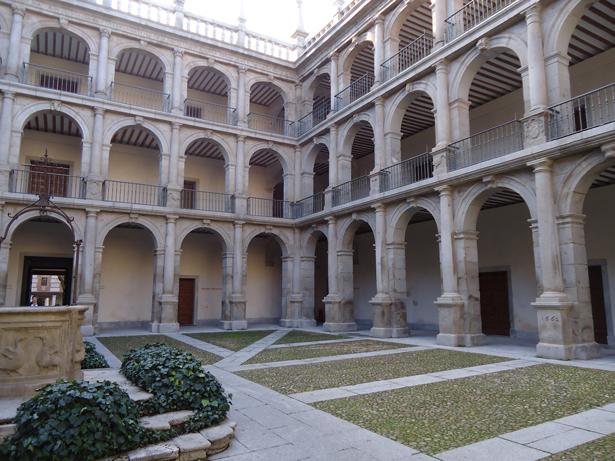 Universidad de Alcalá (UAH). Patio. Foto: © patrimonioactual.com