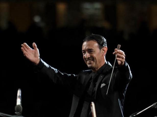Maestro Gómez-Martínez, director de orquesta