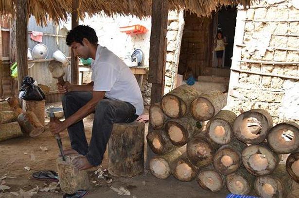 COLOMBIA. artesanos luthiers. Foto. archivo, MinCultura