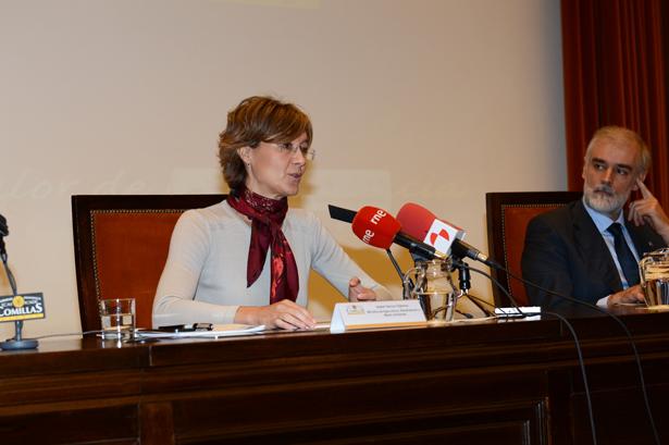 Isabel García Tejerina junto al Rector de la Universidad Pontificia de Comillas