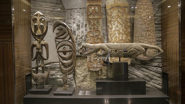 Hotel Urban. Exposición de objetos de Papúa Nueva Guinea