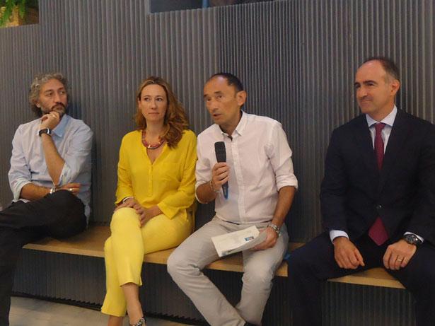 CentroCentro Cibeles presenta De la mano, un proyecto solidario con obras de 36 artistas españoles contemporáneos