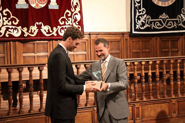 Su Majestad el Rey entregó el Galardón Camino Real del Instituto Franklin-UAH al deportista Pau Gasol en la Universidad de Alcalá