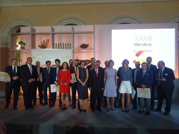 """Isabel García Tejerina entrega los """"Premios Alimentos de España 2014"""" a los ganadores de la XXVII edición"""