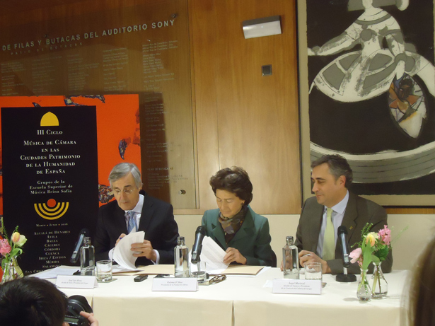 De Izda. a dcha. José Luis Rivas, alcalde de Ávila; Paloma O´Shea, presidenta de la Fundación Albéniz y Ángel Mariscal, alcalde de Cuenca. Foto: © patrimonioactual.com