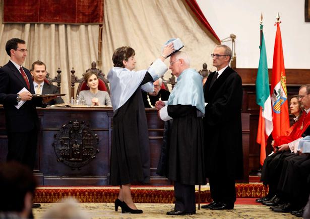 Los Reyes de España presidieron en Salamanca la investidura de Victor García de la Concha y José Narro como doctores honoris causa