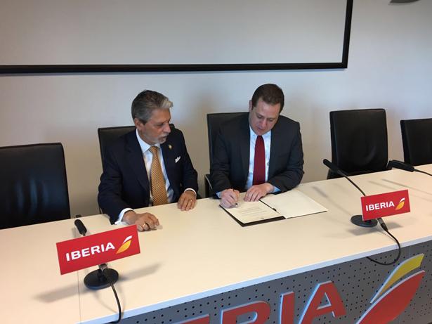 Mauricio Ventura, Ministro de Turismo de Costa Rica y Neil Chernoff, Director de Desarrollo de Red y Alianzas de Iberia