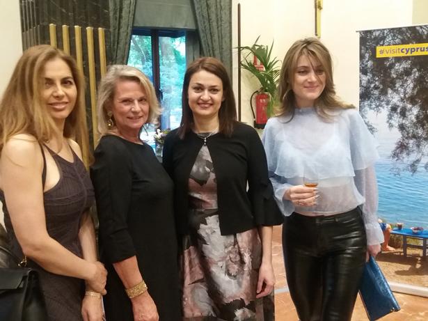 La Embajadora de Chipre, Koula Sophianou (2ª dcha), junto a invitadas a la presentación de la ruta Lárnaca-Madrid. Foto: ©patrimonioactual.com