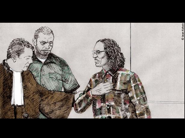 Ahmad Al Faqih Al Mahdi y su abogado Mohamed Auini el 17 de agosto de 2017, momentos después de que la Corte Penal Internacional pronunciase su fallo sobre la reparación de los daños infligidos a las víctimas.