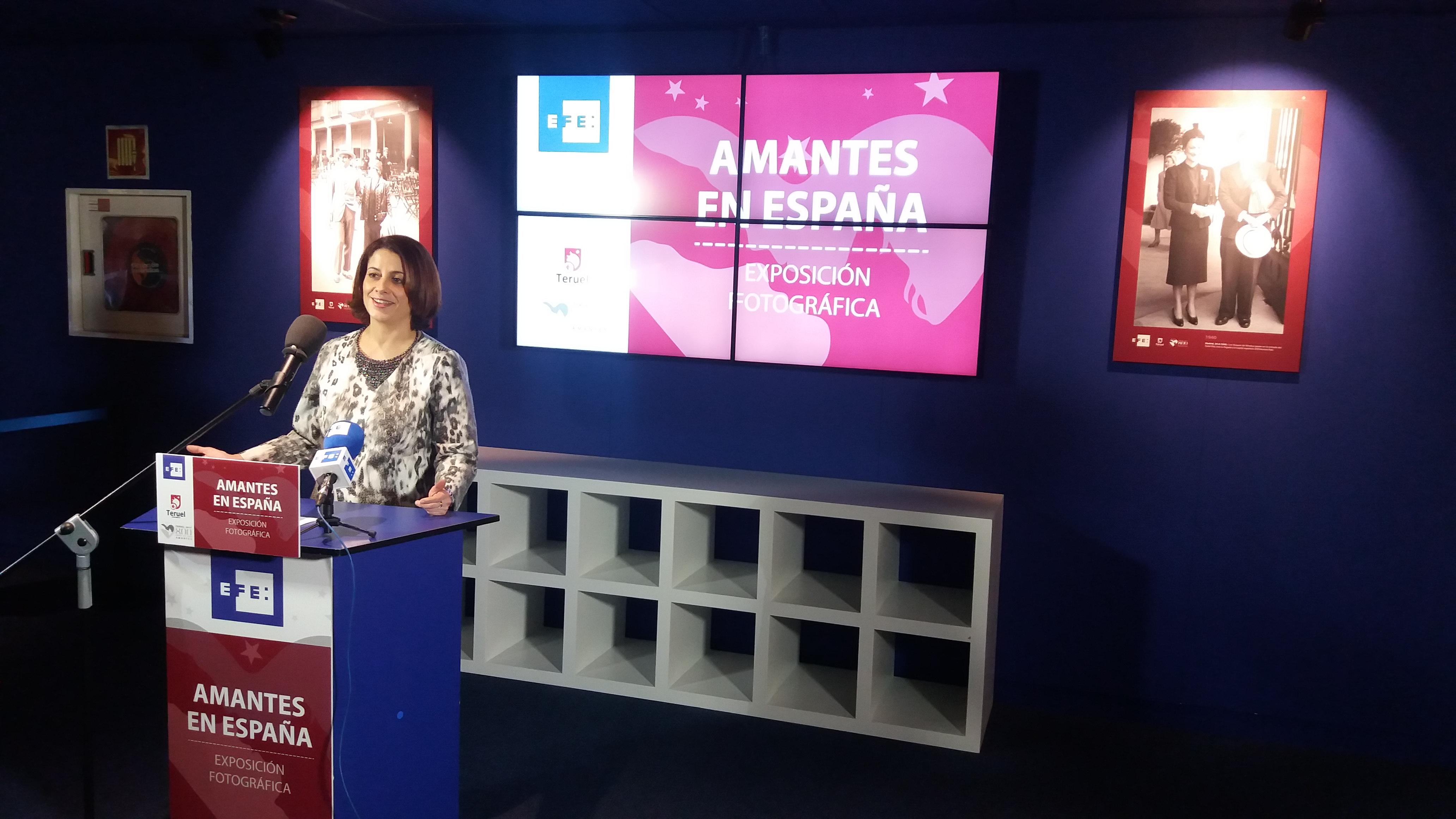 """La alcaldesa de Teruel presenta en la Agencia EFE la exposición de fotografía """"Amantes de España"""""""